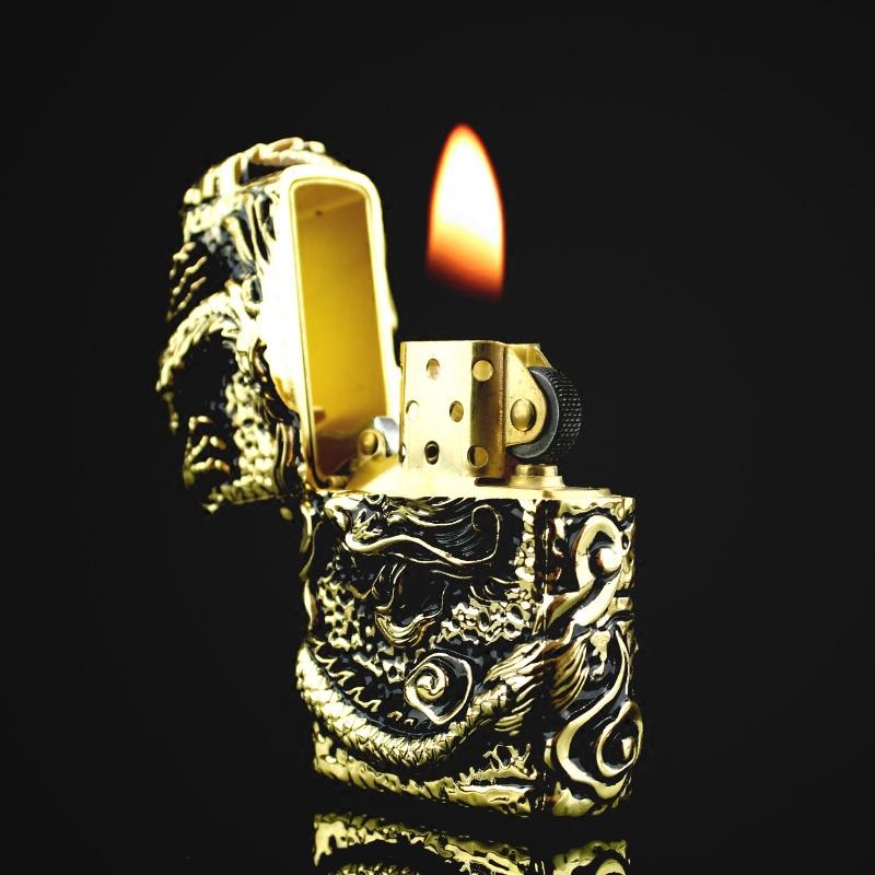 Hộp Qụet Bật Lửa Z91286C Họa Tiết Rồng Cuộn Đẹp Độc Lạ Màu Vàng - Dùng Xăng Bấc Đá  Cao Cấp