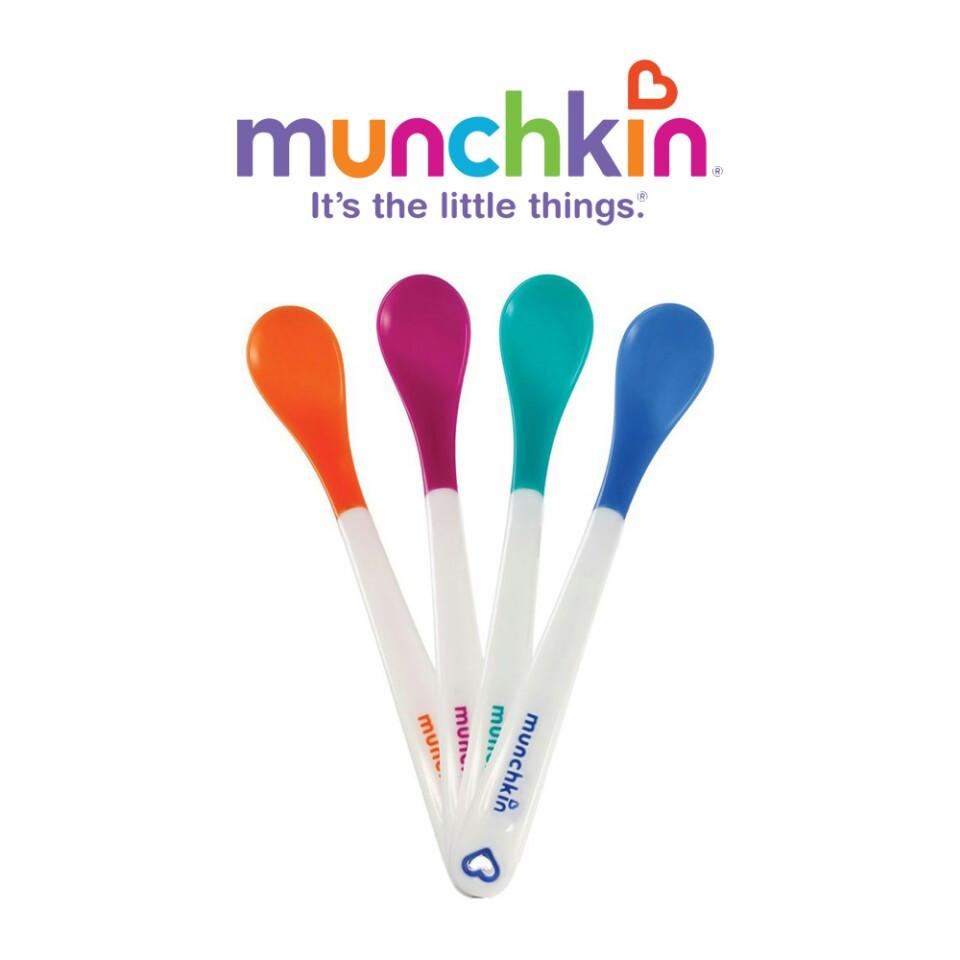 Bộ 4 thìa ăn dặm báo nóng Munchkin Mỹ tặng 5 túi zipper