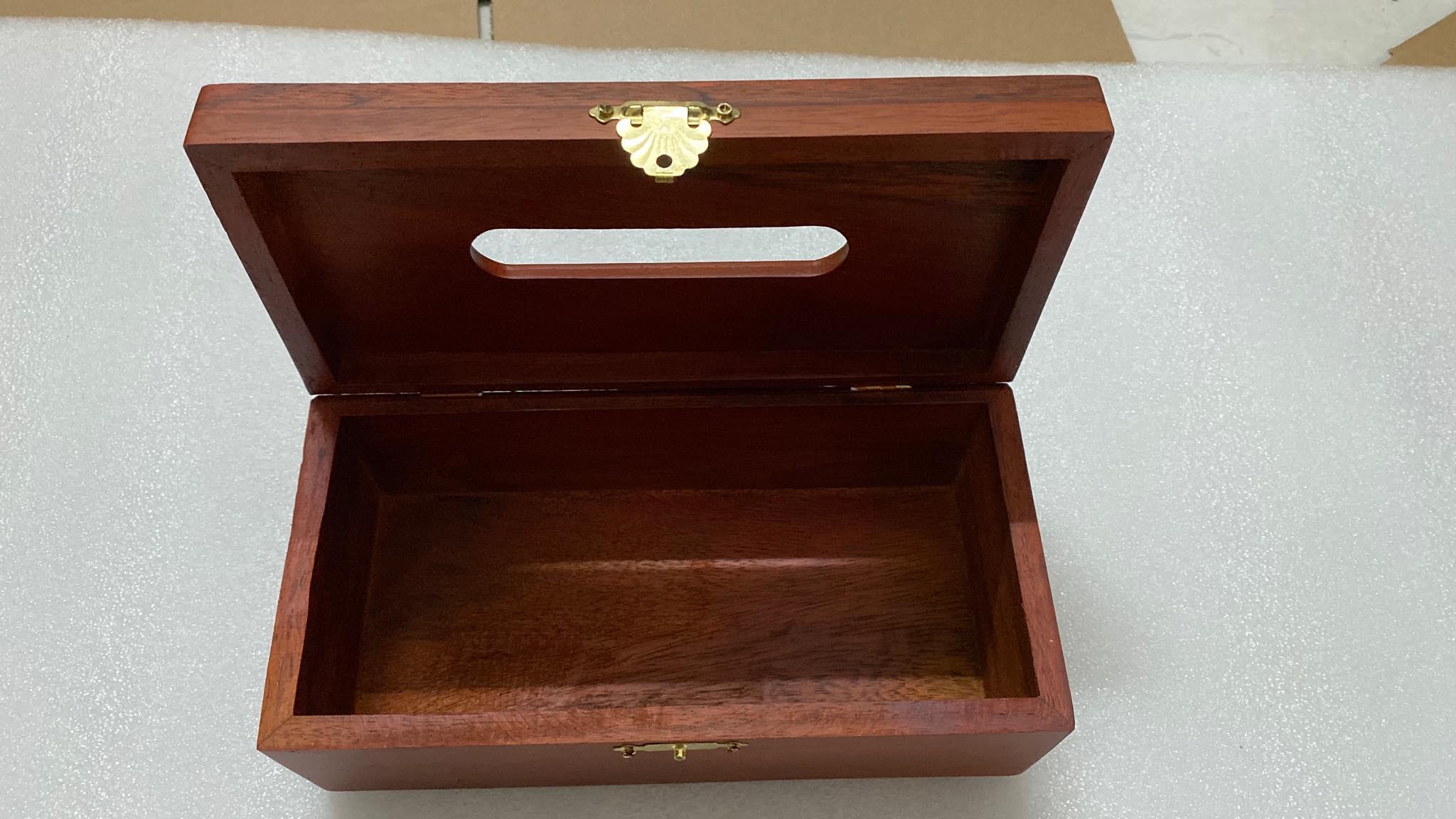 Hộp khăn giấy ăn bằng gỗ CẨM LAI trên mặt hộp đục hoa hồng có viền