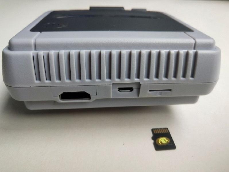 Máy chơi game mini điện tử 4 nút HDMI tích hợp 621 trò chơi