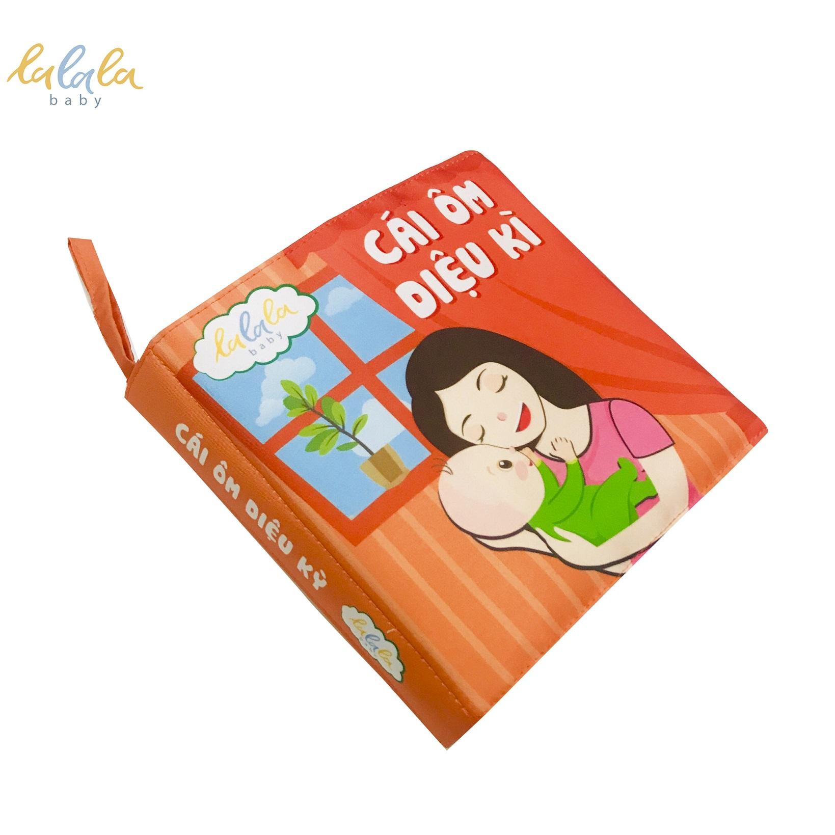 Sách vải cho bé - Sách vải song ngữ Cái ôm diệu kỳ CHÍNH HÃNG Lalala baby, Sách vải đa tương tác cỡ lớn 18x18cm phù hợp cho bé từ 0-3 tuổi, câu chuyện về cái ôm ý nghĩa, bé phát triển đa giác quan và trí não.
