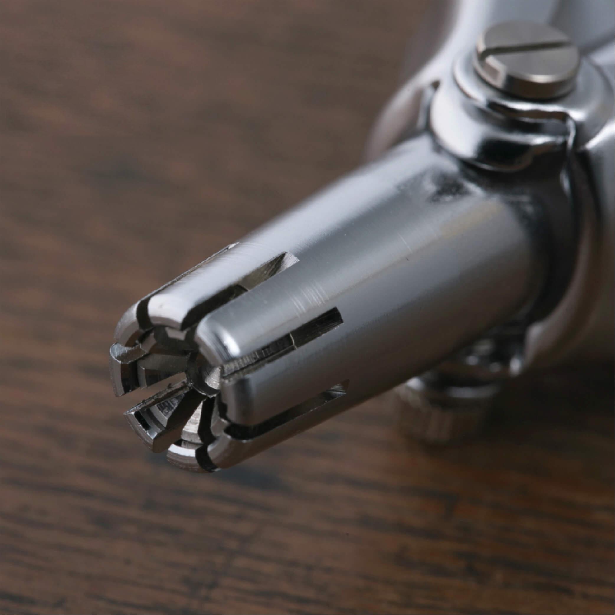 Dụng cụ cắt lông mũi cao cấp Nhật KAI Seki Magoroku (thép chống gỉ) kèm chổi vệ sinh HC1813