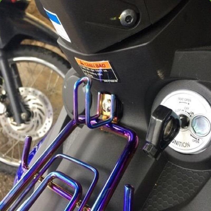 Móc treo đồ titan dành cho xe máy