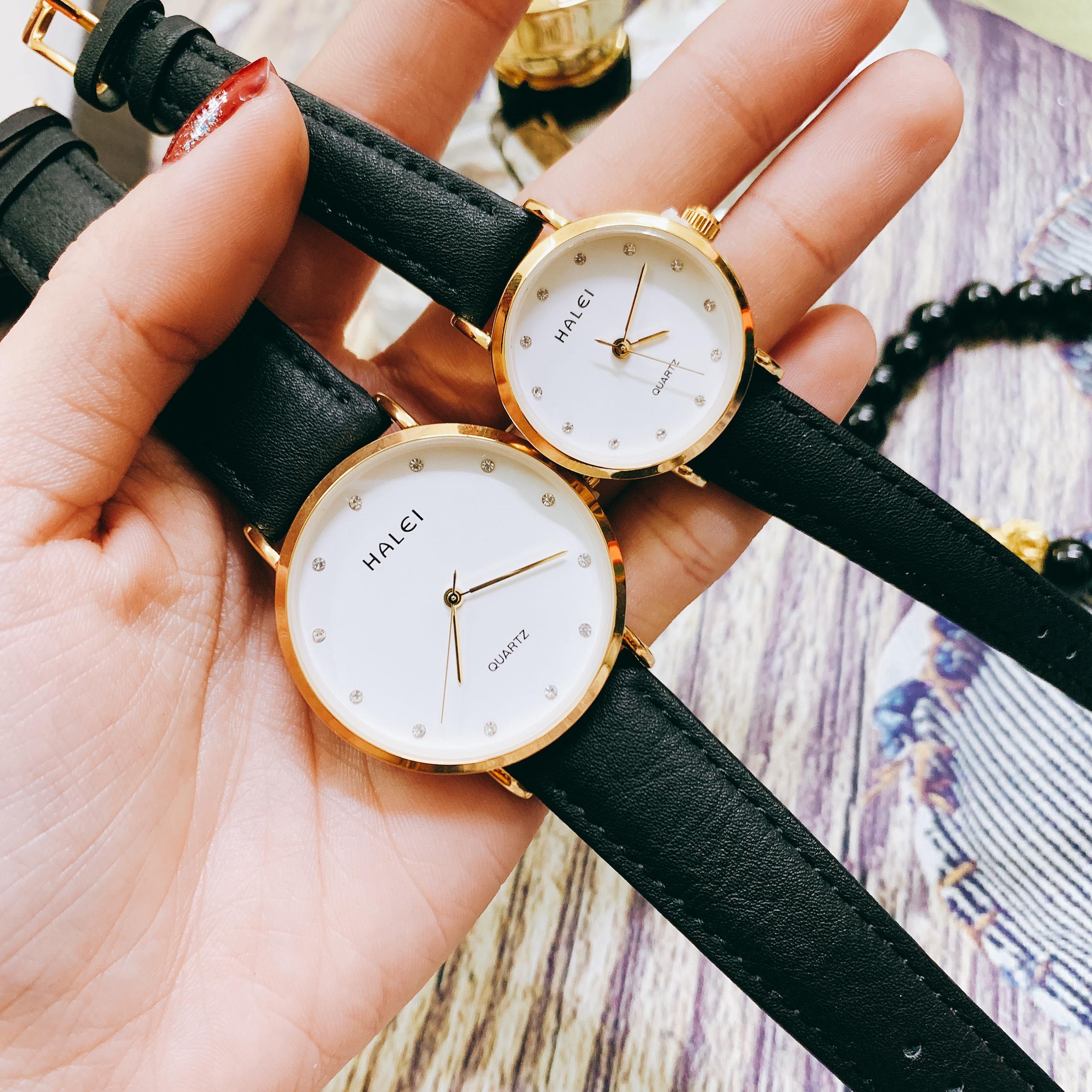 Cặp Đồng Hồ Nam Nữ Halei HL542 Dây da đen mặt trắng (Tặng pin Nhật sẵn trong đồng hồ + Móc Khóa gỗ Đồng hồ 888 y hình + Hộp chính hãng)