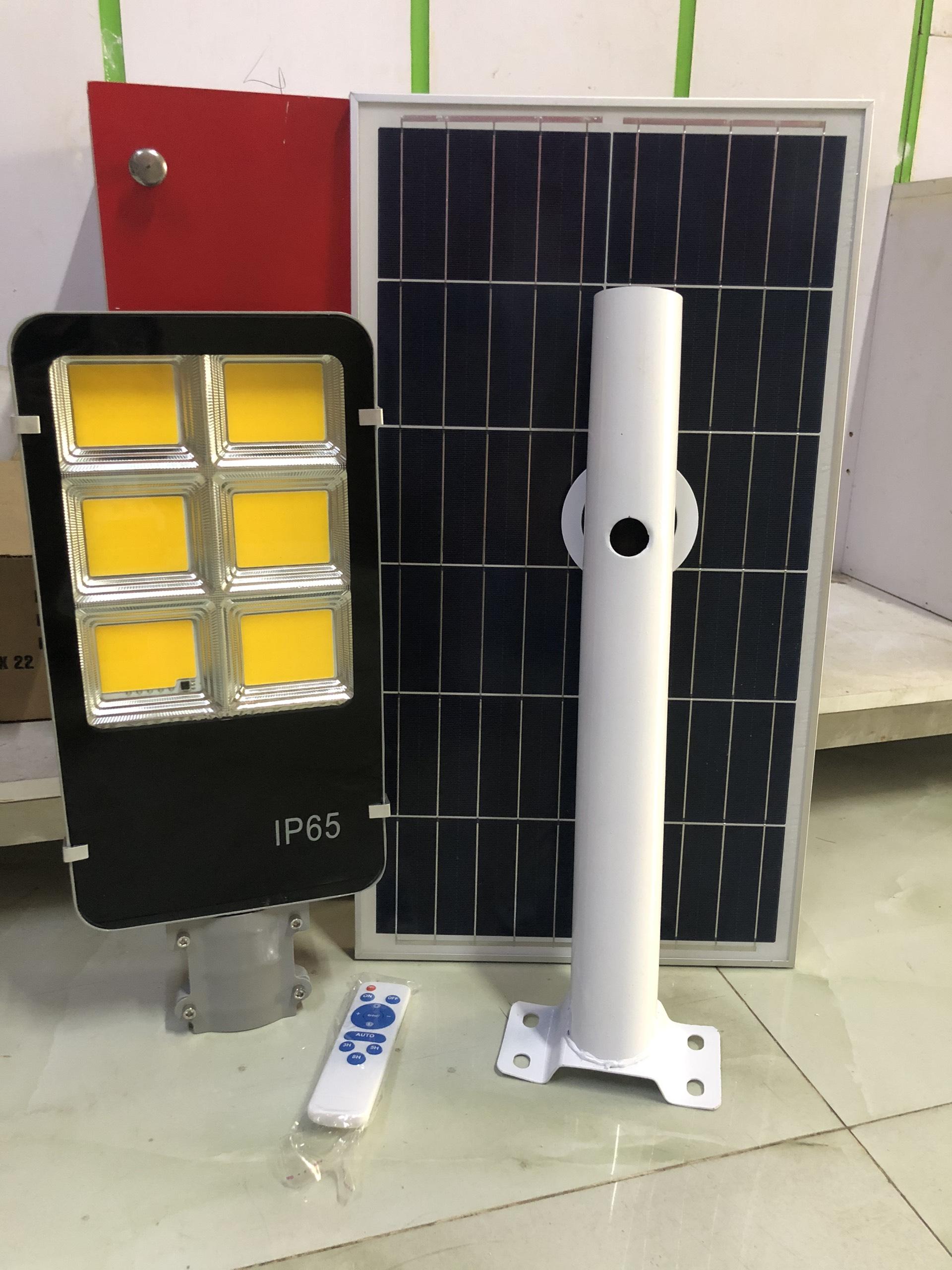 Đèn đường năng lượng mặt trời 300W SÁNG VÀNG