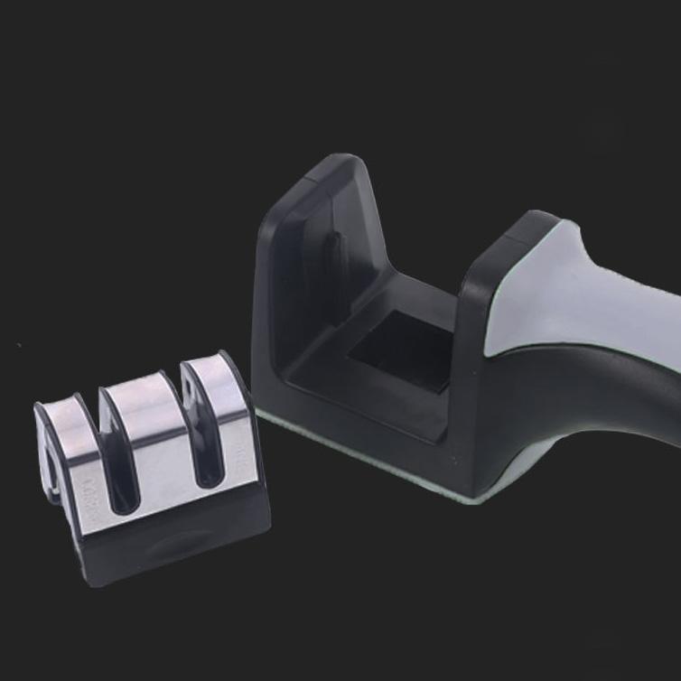Dụng cụ mài dao nhỏ gọn, có tay cầm tiện lợi, dễ thao tác, an toàn khi sử dụng