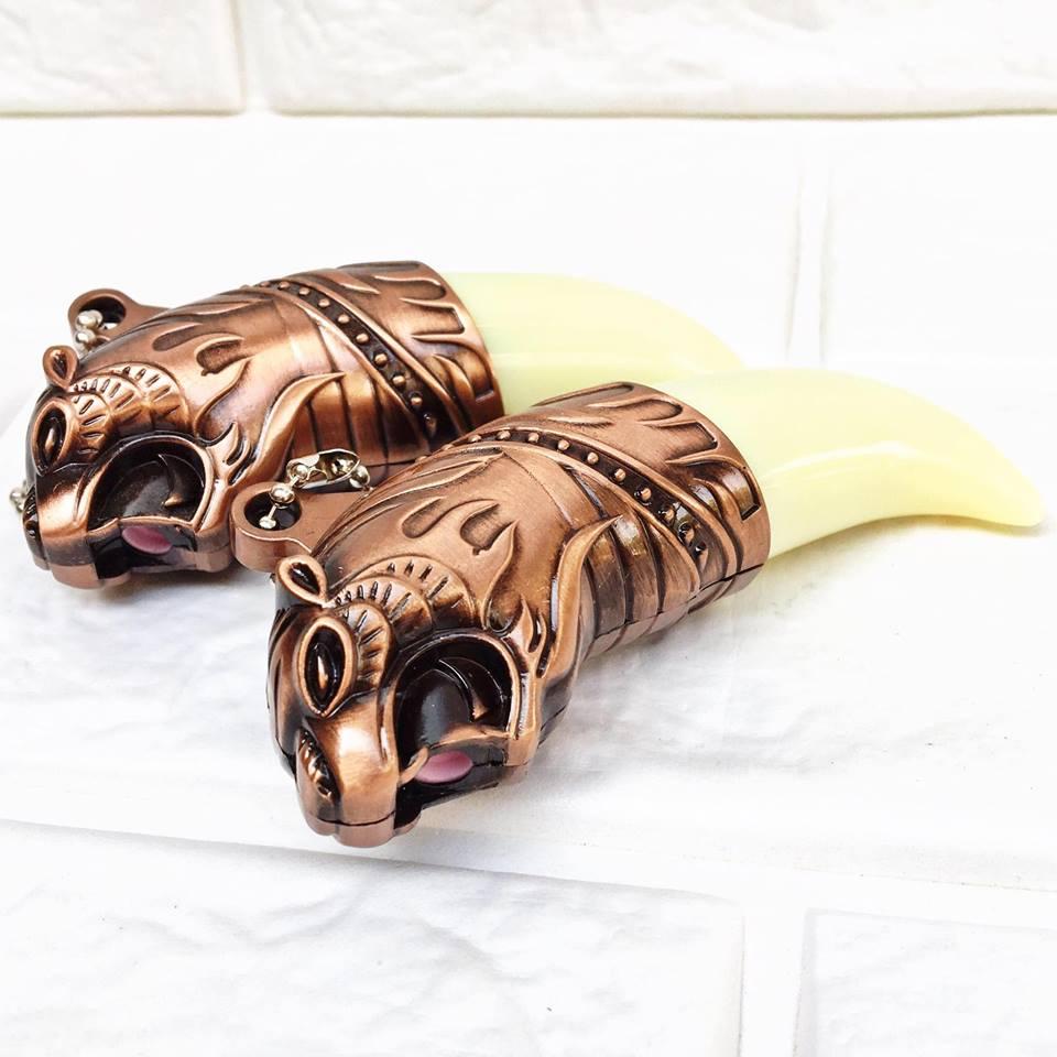 Bật lửa móc khóa hình chiếc nanh đầu hổ độc đáo phong cách