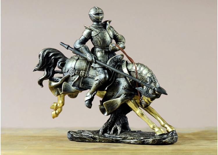 Tượng kỵ sĩ để bàn trang trí. Tượng kỵ sĩ chất liệu composite tân cổ điển. Tượng Kỵ sĩ cưỡi ngựa hùng dũng. Decor Trang trí để bàn KS01