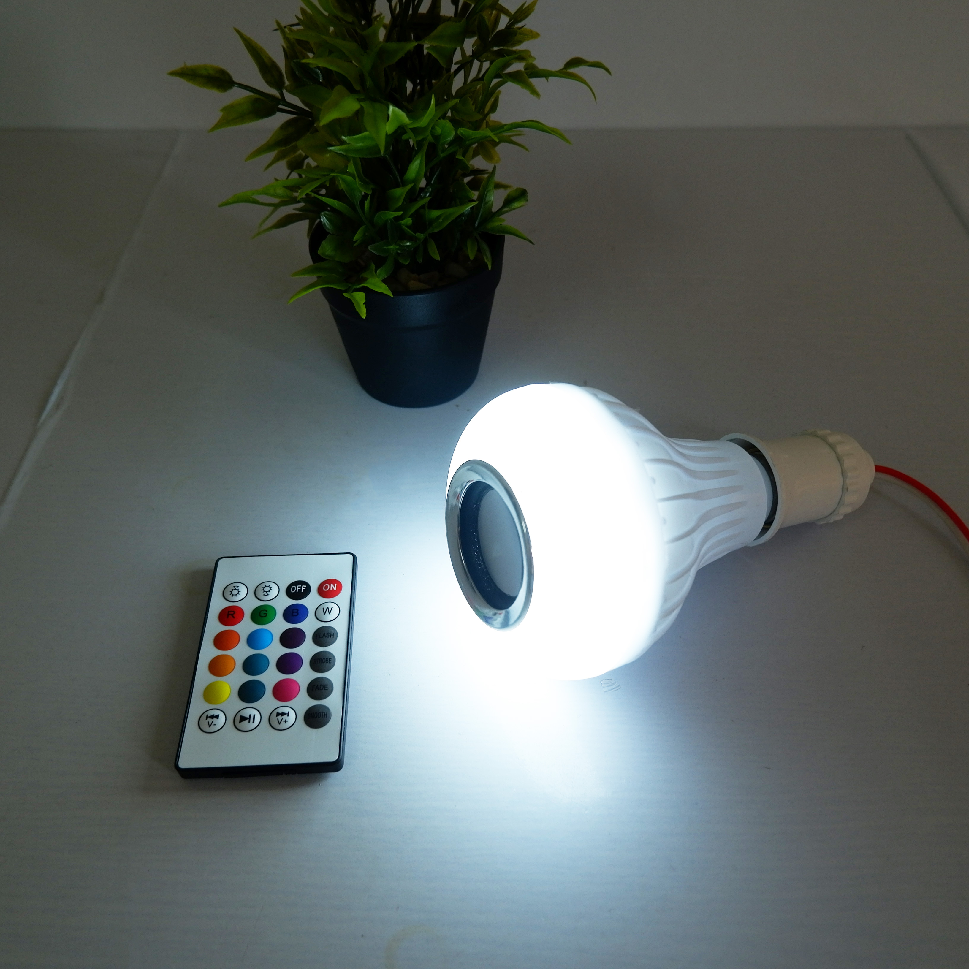 Bóng Đèn Led Kiêm Loa Phát Nhạc Bluetooth - Bóng đèn phát nhạc đổi màu bằng điều khiển - Hàng chính hãng