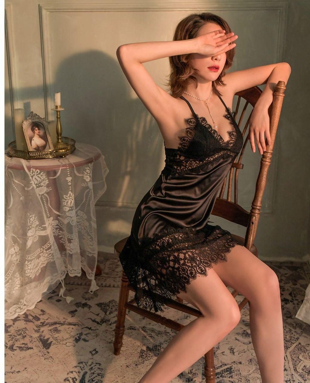 Váy ngủ lụa ren 2 dây xẻ chéo một bên