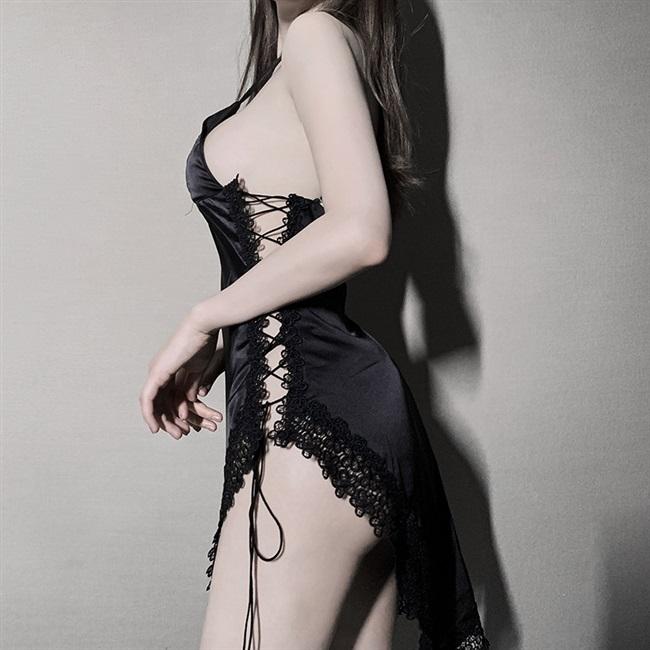 Váy ngủ 2 dây lụa trơn xẻ hông một bên sang trọng