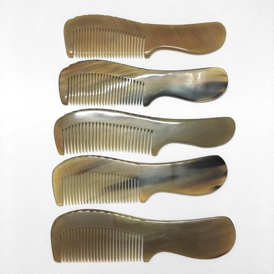 Lược Sừng Tự Nhiên L17 Chuôi Bầu Sáng Màu (Dài 18cm x 5cm)