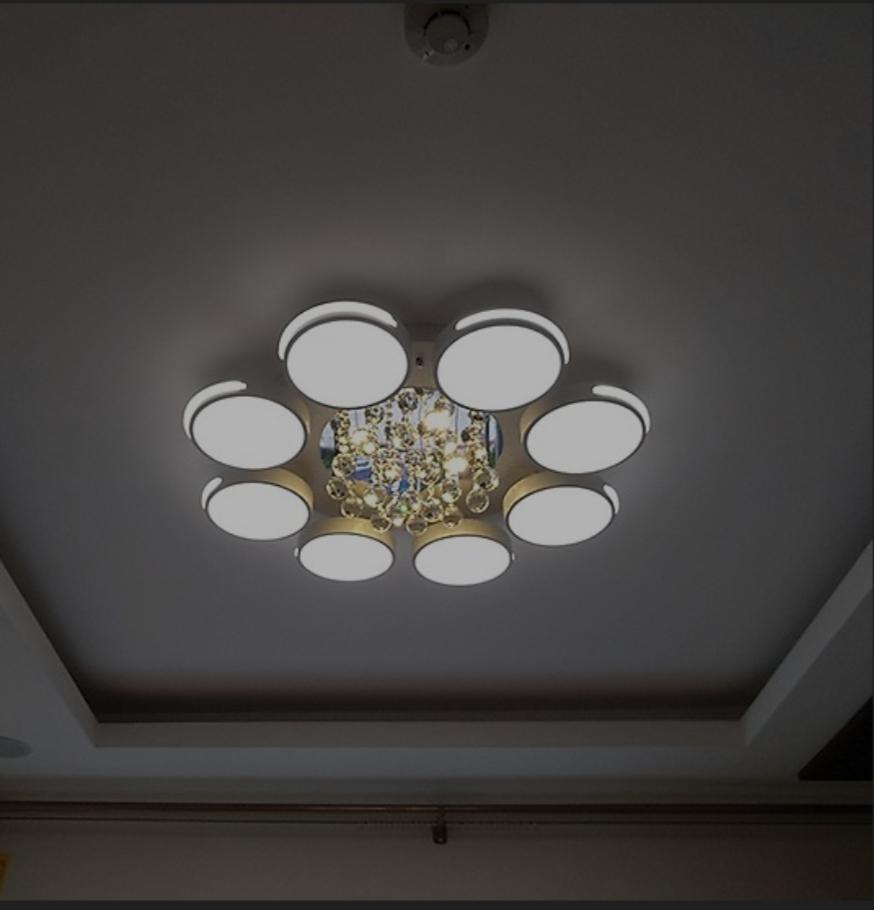 Đèn chùm mâm pha lê led Aluwin 8 cánh tròn 3 màu, điều khiển từ xa