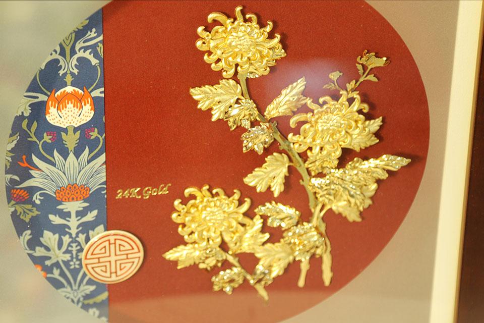 Tranh hoa Cúc vạn thọ dát vàng 24k - Quà tặng sếp cao cấp