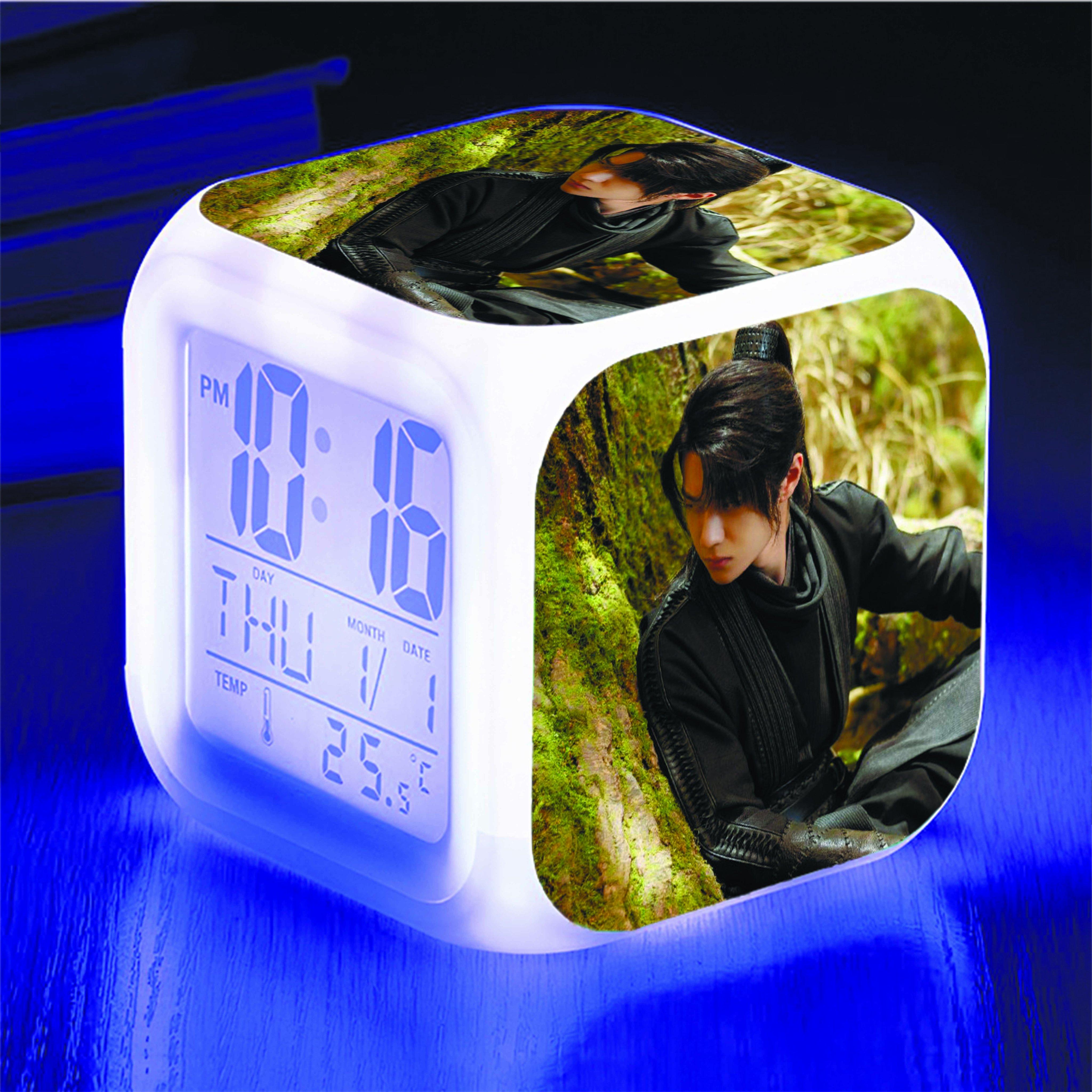 Đồng hồ để bàn in hình Vương Nhất Bác Trần Tình Lệnh đổi màu