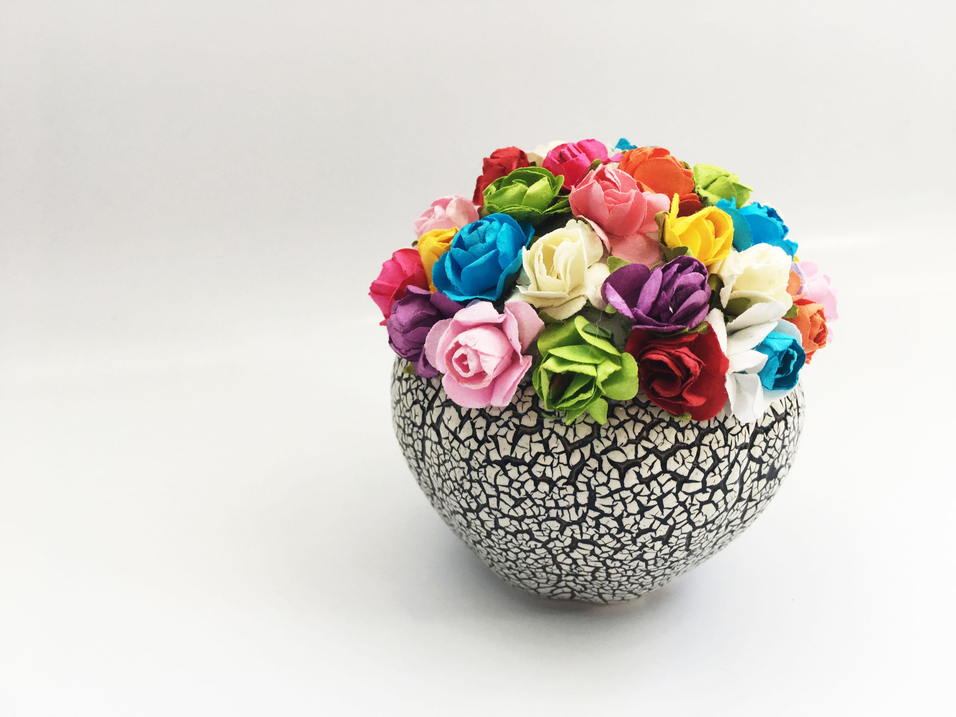Lọ hoa hồng giấy handmade mini nhiều màu chậu gốm rạn  - Quà tặng trang trí (9x9cm)