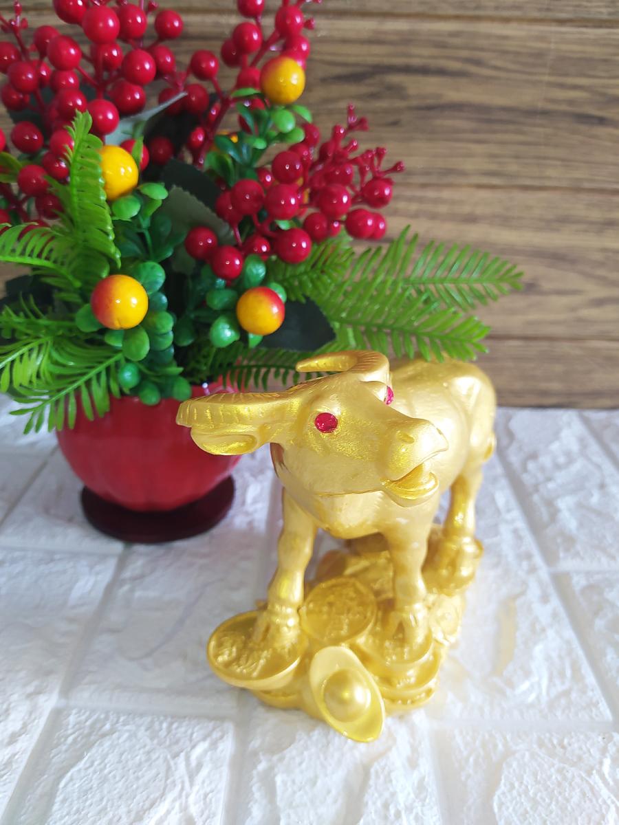Tượng Trâu phong thủy đá poly vàng sang trọng THANV17