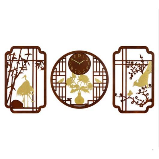 Đồng hồ treo tường gỗ phong cách tân cổ điển DHTT63 họa tiết độc đáo, tinh tế, bắt mắt thu hút người nhìn.