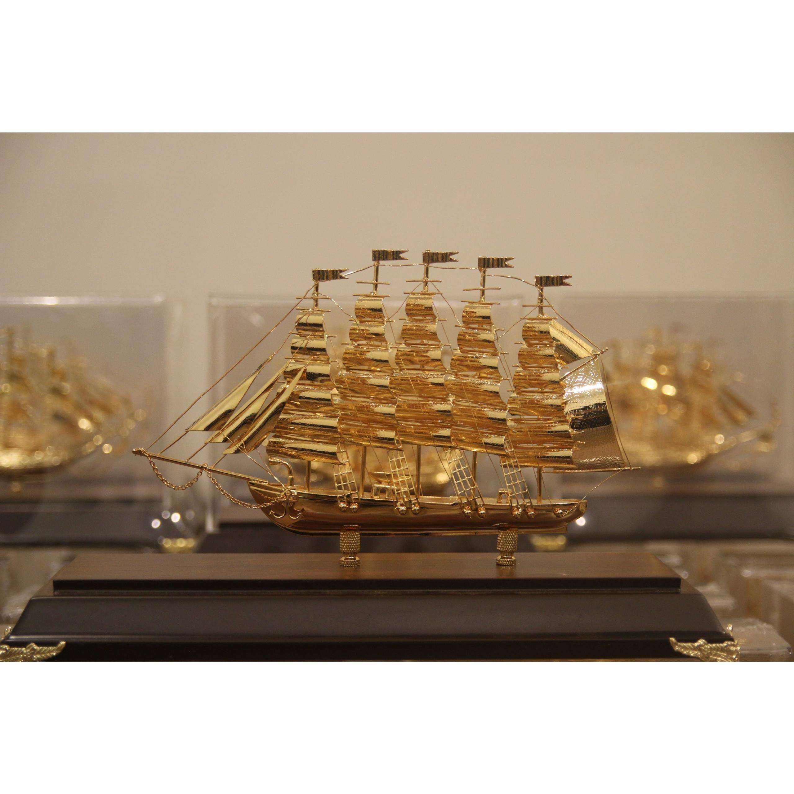 Mô hình thuyền buồm mạ vàng 24k (cỡ trung)