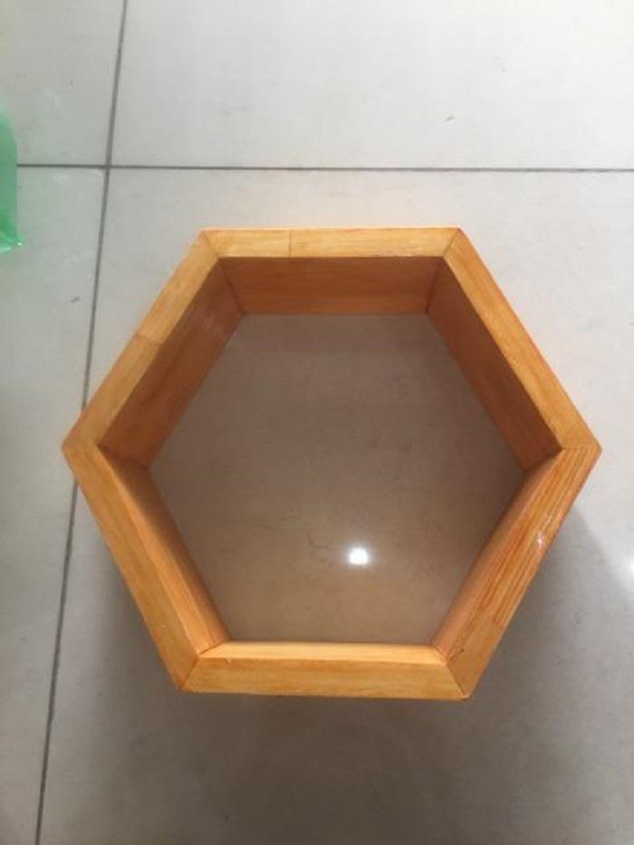 Set 3 kệ treo tường trang trí hình lục giác và 3 thanh ngang kết hợp như hình gỗ thông