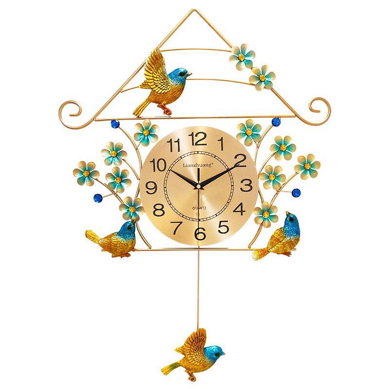 Đồng hồ treo tường nghệ thuật én vàng.