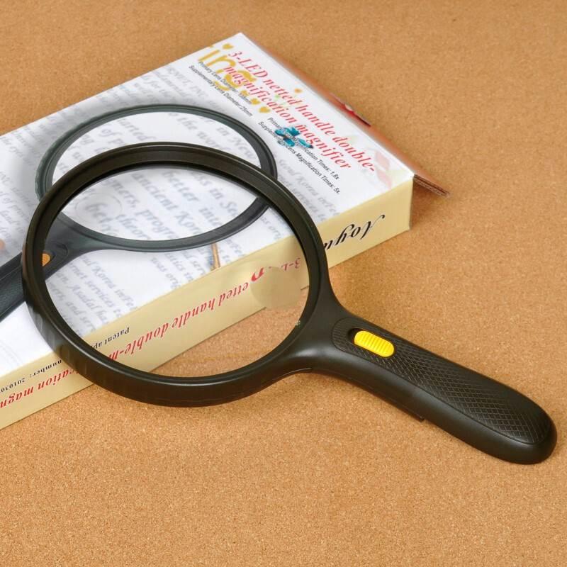 Kính lúp cầm tay đọc sách, báo 138mm có đèn ( Tặng kèm pin )