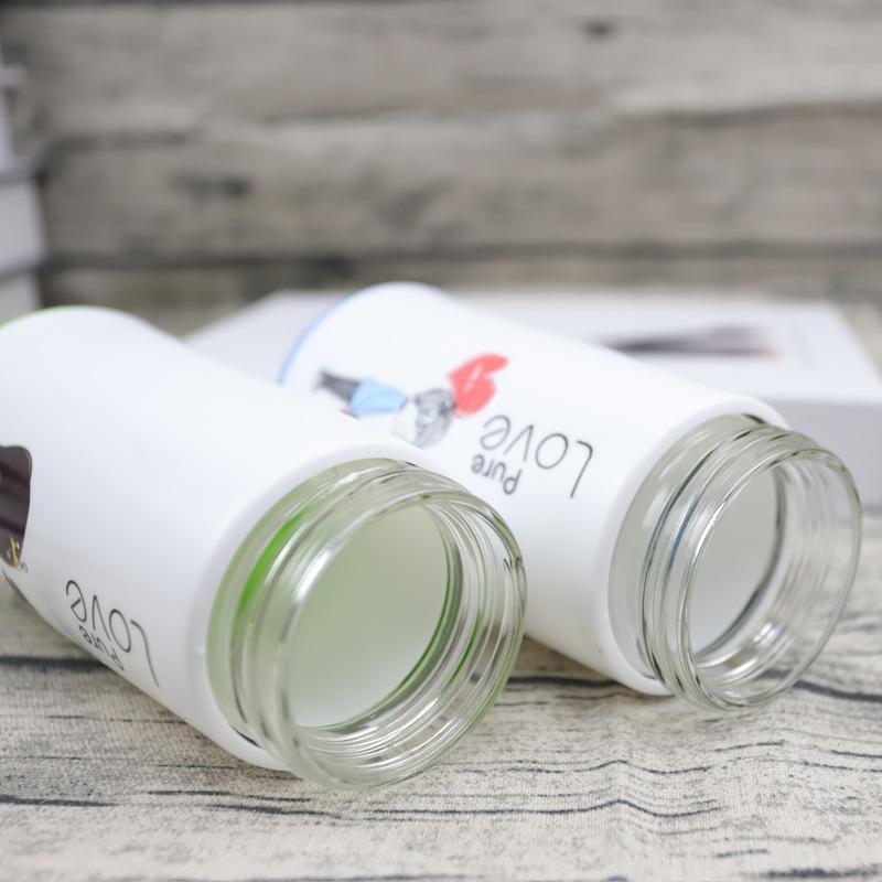 Bình Nước Thủy Tinh Bọc Nhựa Couple 350ML (Họa Tiết Màu Ngẫu Nhiên)