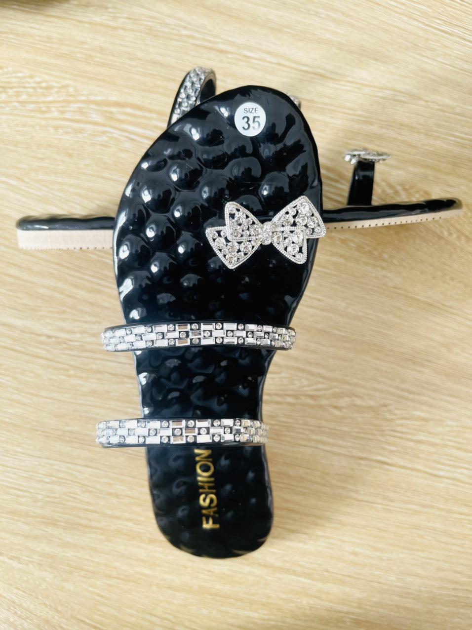 Dép nữ xỏ ngón gắn khóa 2 dây quai ngang cực đẹp, chống thấm hút mồ hôi