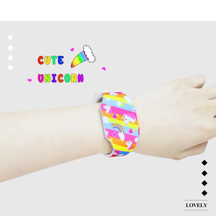 Đồng hồ Unicorn đèn LED cho bé gái hottrend dây nhựa liền mảnh phong cách thể thao năng động – DH015