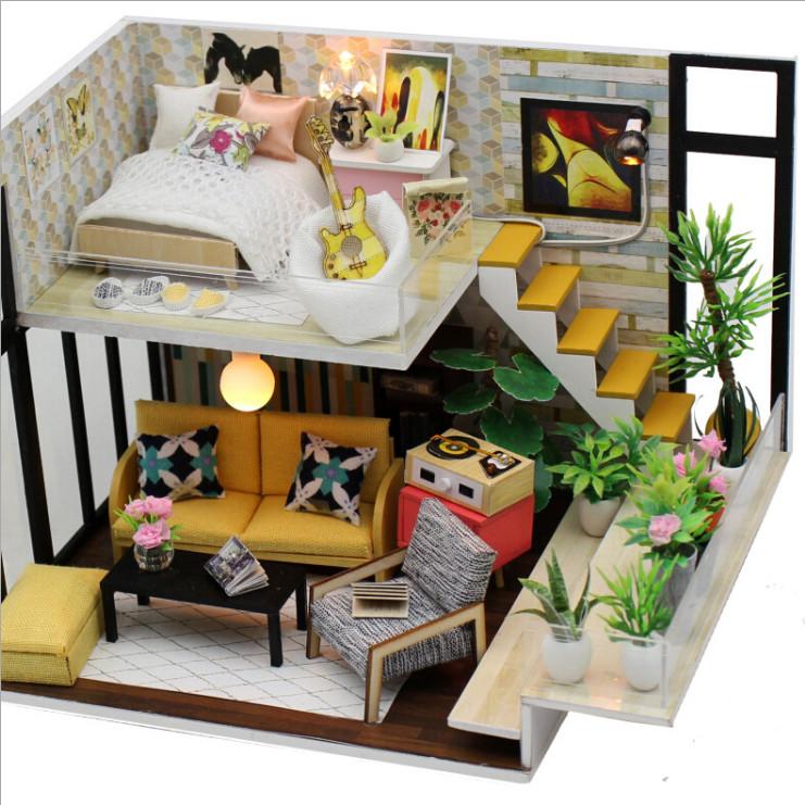 Mô hình nhà DIY Doll House Ice Cynthia is Holiday Kèm đèn LED và Mica chống bụi