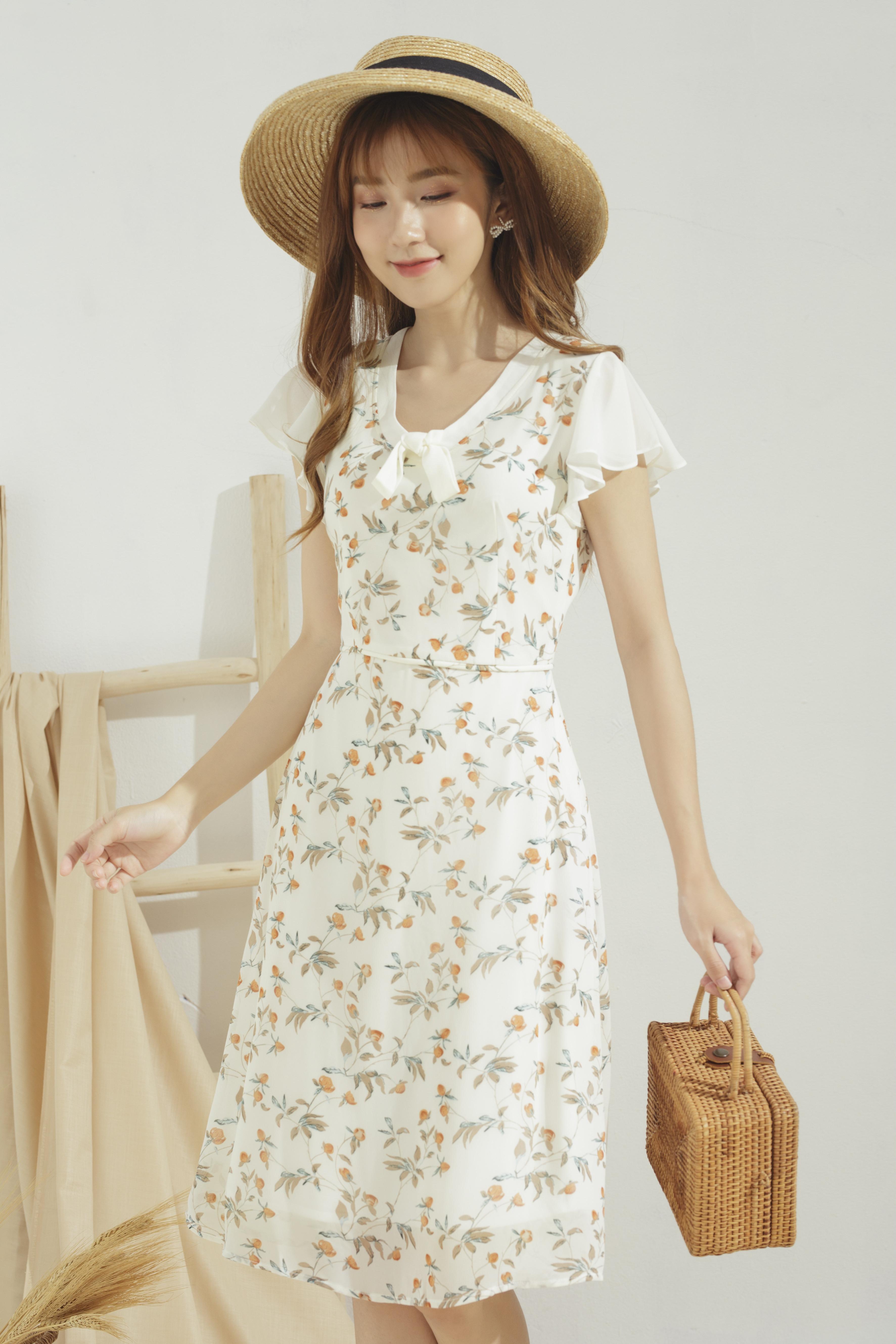 Hình ảnh Đầm xòe nữ GUMAC thiết kế cánh tiên cổ nơ cách điệu, chất liệu voan hàn phối hoa nhí trẻ trung DA655