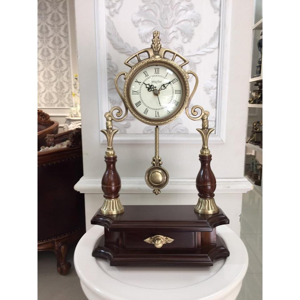 Đồng hồ quả lắc để bàn đồng và gỗ sồi, mặt kính cao cấp - Đồng hồ để bàn cổ điển đẹp sang trọng kích thước  25cm*10cm* 40cm để kệ tủ trang trí phòng khách nhà ở.