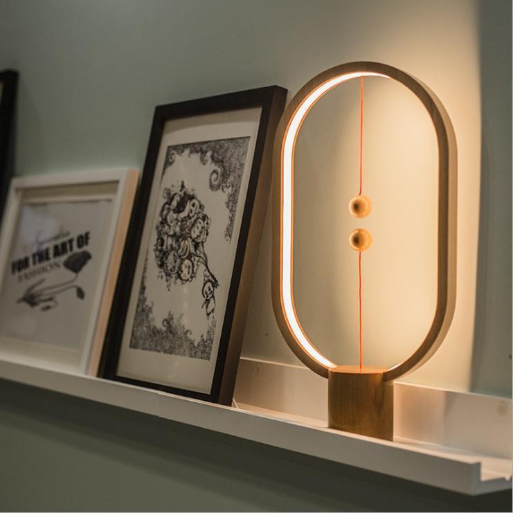Đèn bàn Tỏa sáng một cách khác biệt (Ellipse gỗ)