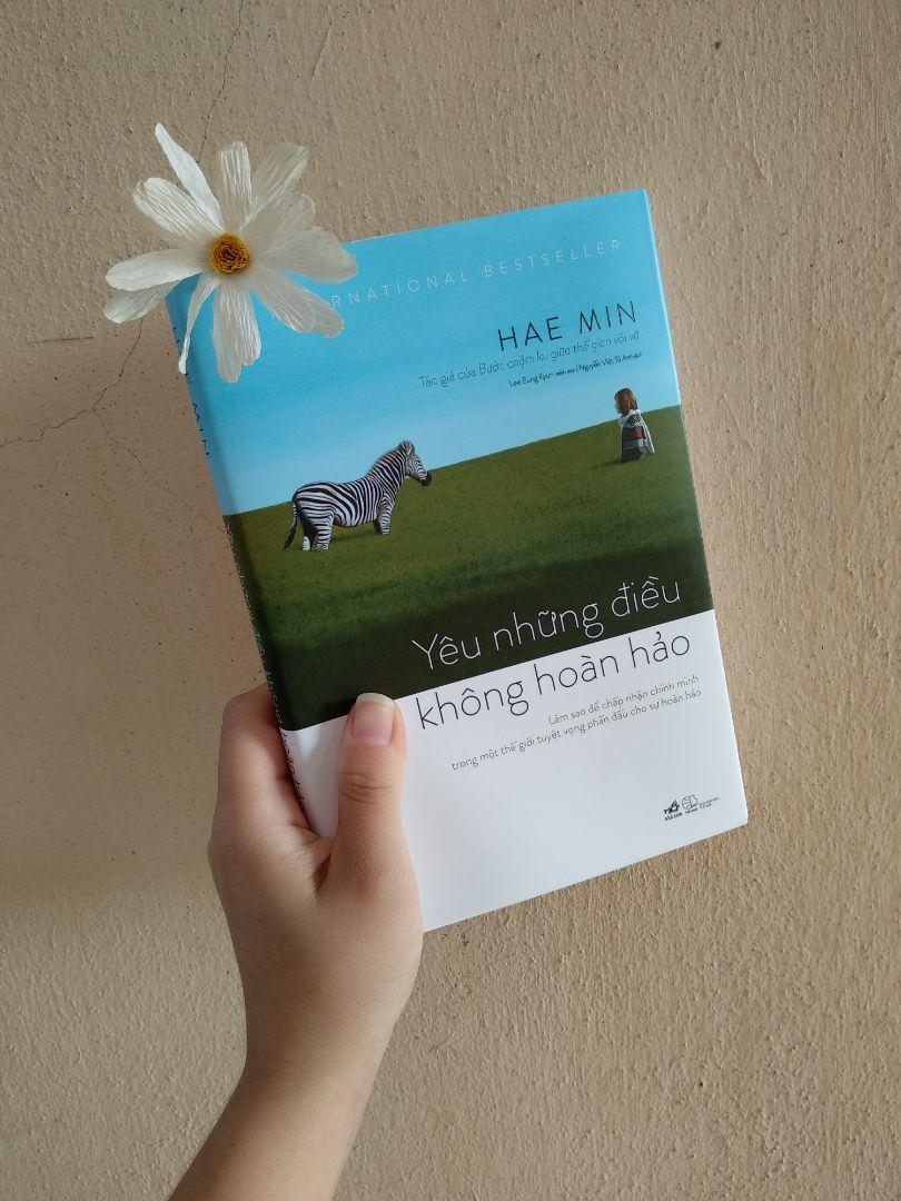 Yêu Những Điều Không Hoàn Hảo - Tặng kèm bookmark