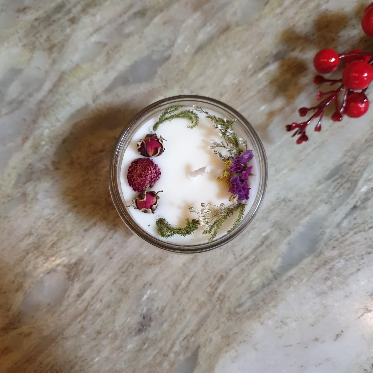 Nến thơm tinh dầu Hoa Lily 100g, làm thơm phòng, khử mùi, thư giãn giảm stress –  Essential Oil Candle