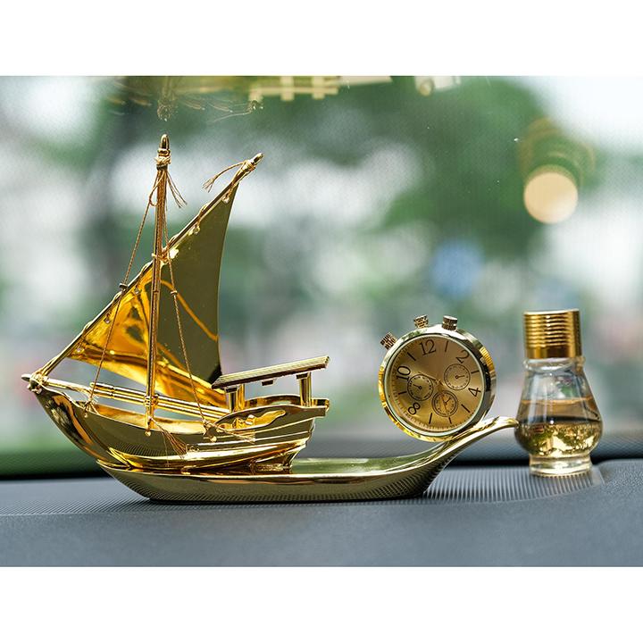 Trang Trí Taplo Mẫu Thuyền Vàng Có Đồng Hồ Cao Cấp Dành Cho Xe Hơi