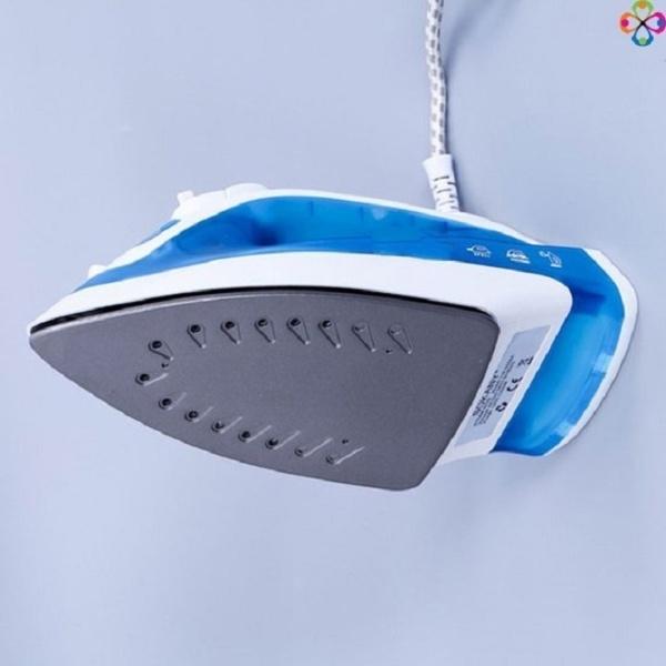 Bàn là hơi nước 2 chế độ phun sường và phun hơi tiện lợi Tặng kèm nhẫn điện thoai (giao màu ngẫu nhiên)