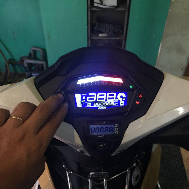 Đồng hồ điện tử xe máy T1000 gắn cho tất cả các loại xe máy, CÓ MẮT ĐỌC KÈM THEO, 7 màu nền điều chỉnh theo ý thích, Báo FI, Báo Két nước - S638