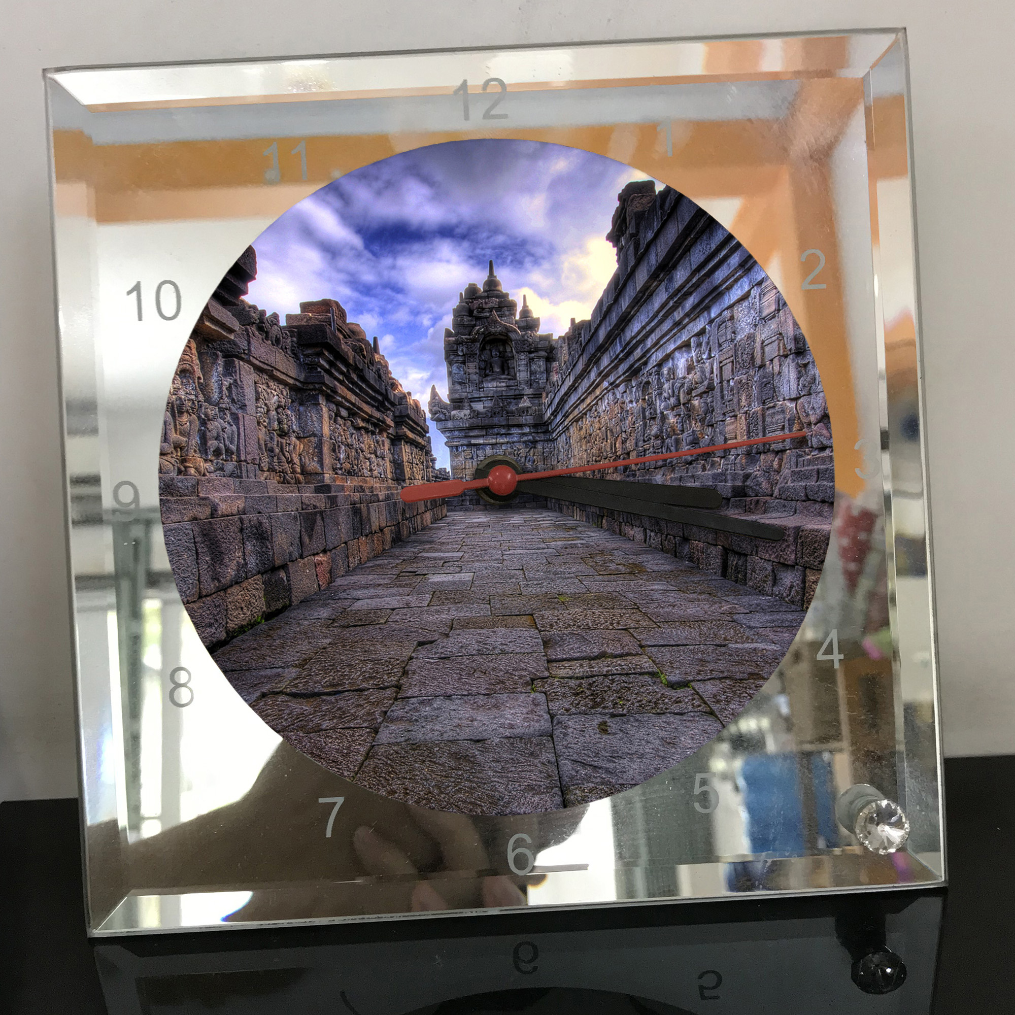 Đồng hồ thủy tinh vuông 20x20 in hình đền Angkor Wat (7) . Đồng hồ thủy tinh để bàn trang trí đẹp chủ đề tôn giáo