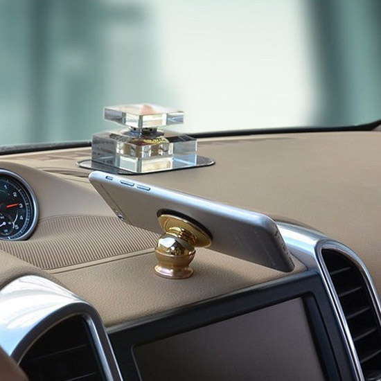 Đế đỡ từ tính giữ điện thoại trên xe hơi - tặng 1 lọ tinh dầu Sả treo xe ô tô