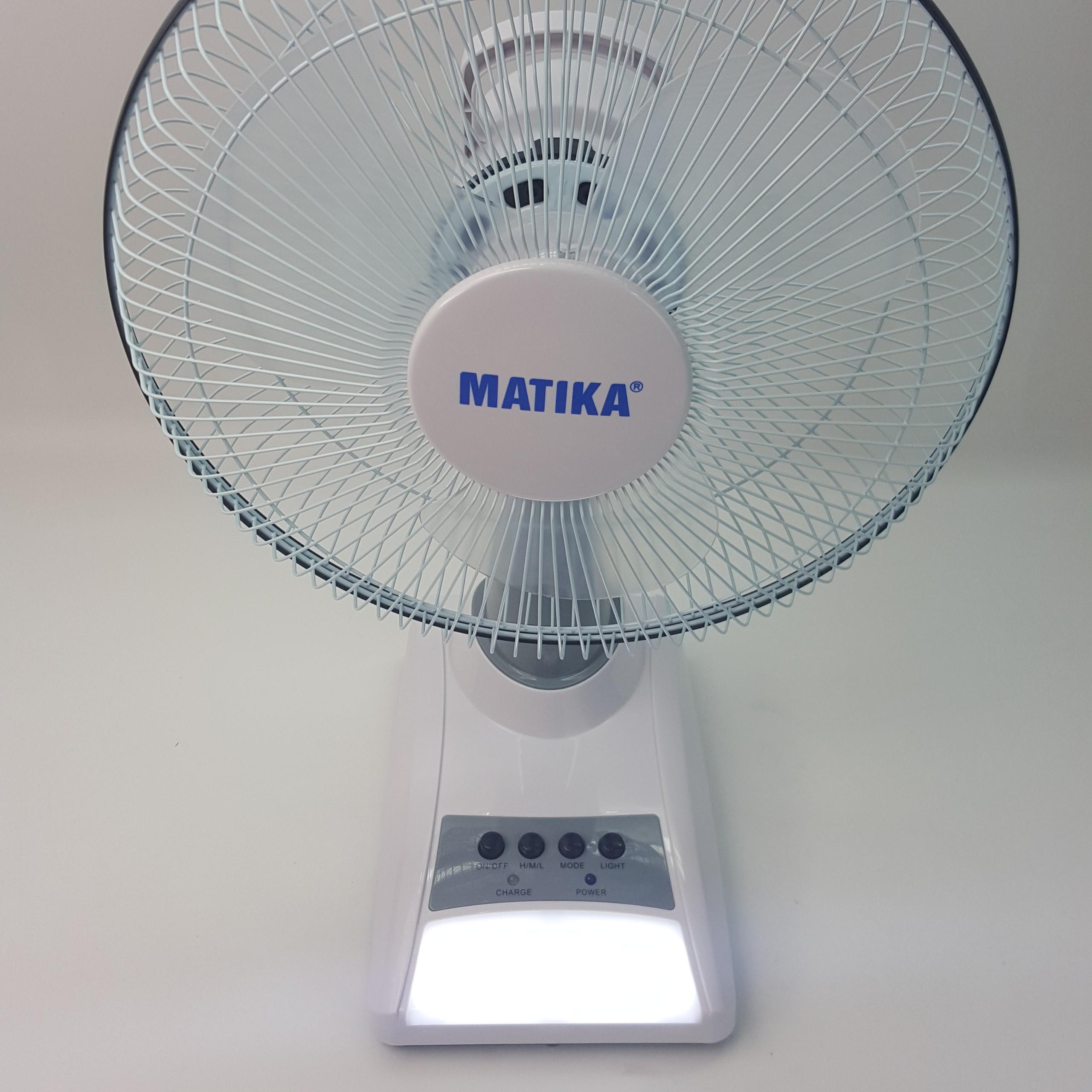 Quạt tích điện Matika 18W nhỏ gọn, thích hợp nhiều không gian màu trắng xám MTK-6312