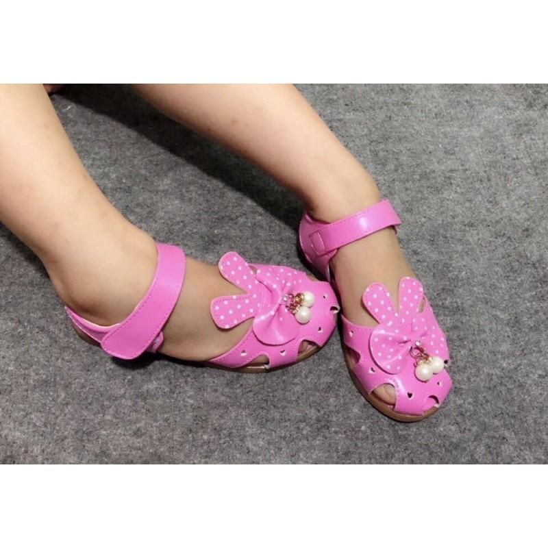 Giày sandal bé gái xinh yêu