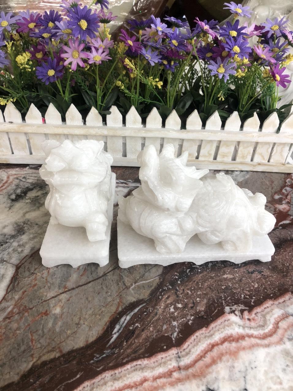 Cặp Tỳ Hưu phong thủy tài lộc đá cẩm thạch trắng có đế đá - Dài 15 cm