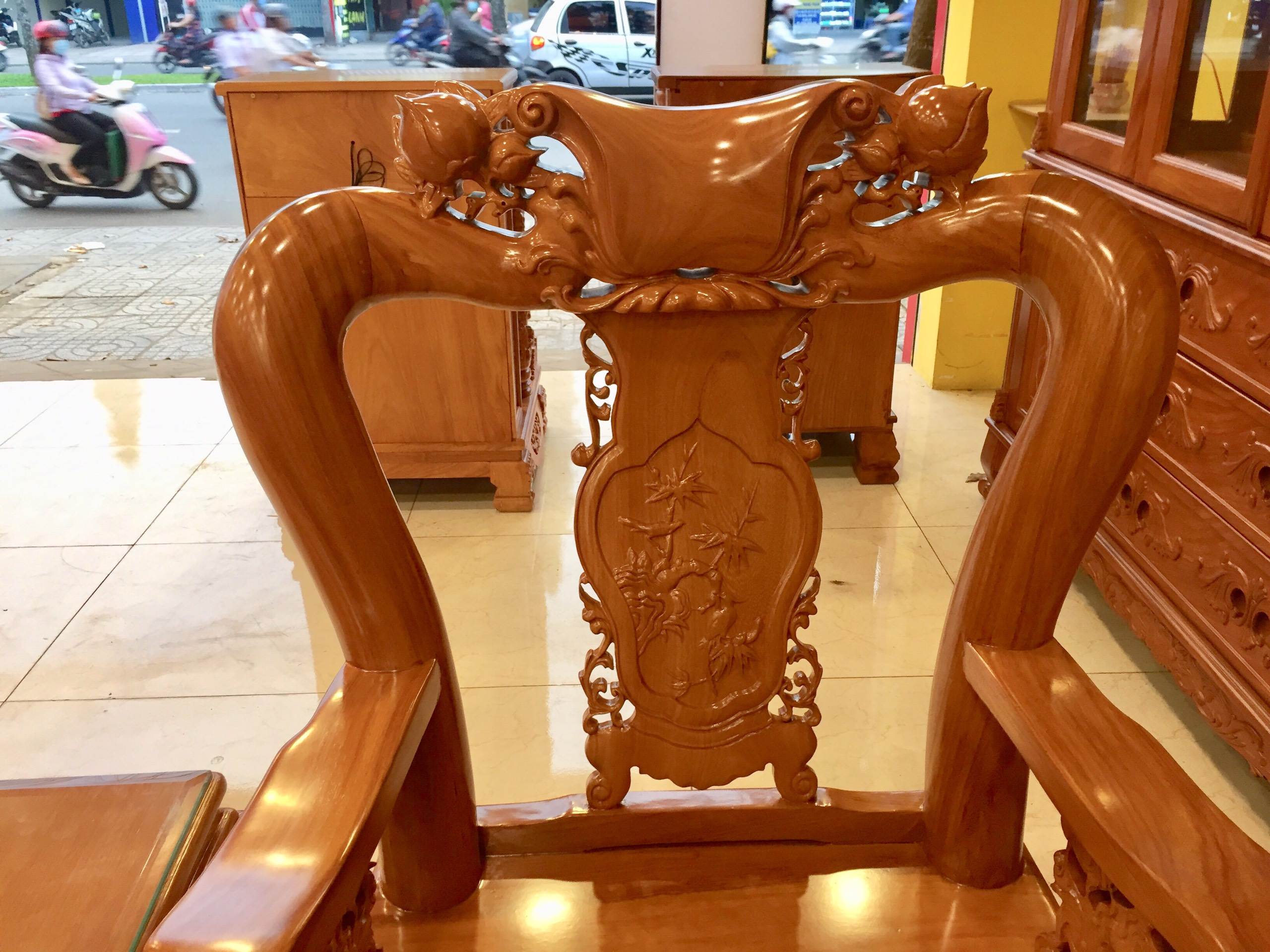 Bộ bàn ghế chạm đào tay rồng gỗ gõ đỏ tay 10