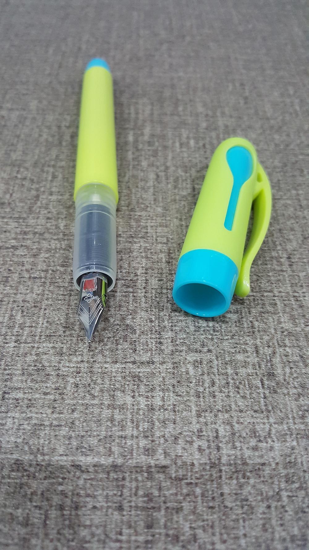Bộ 2 Bút Máy 1 Ống Mực Tím SMARTKIDS SK-FP1004 - Thân Bút Xanh Chuối