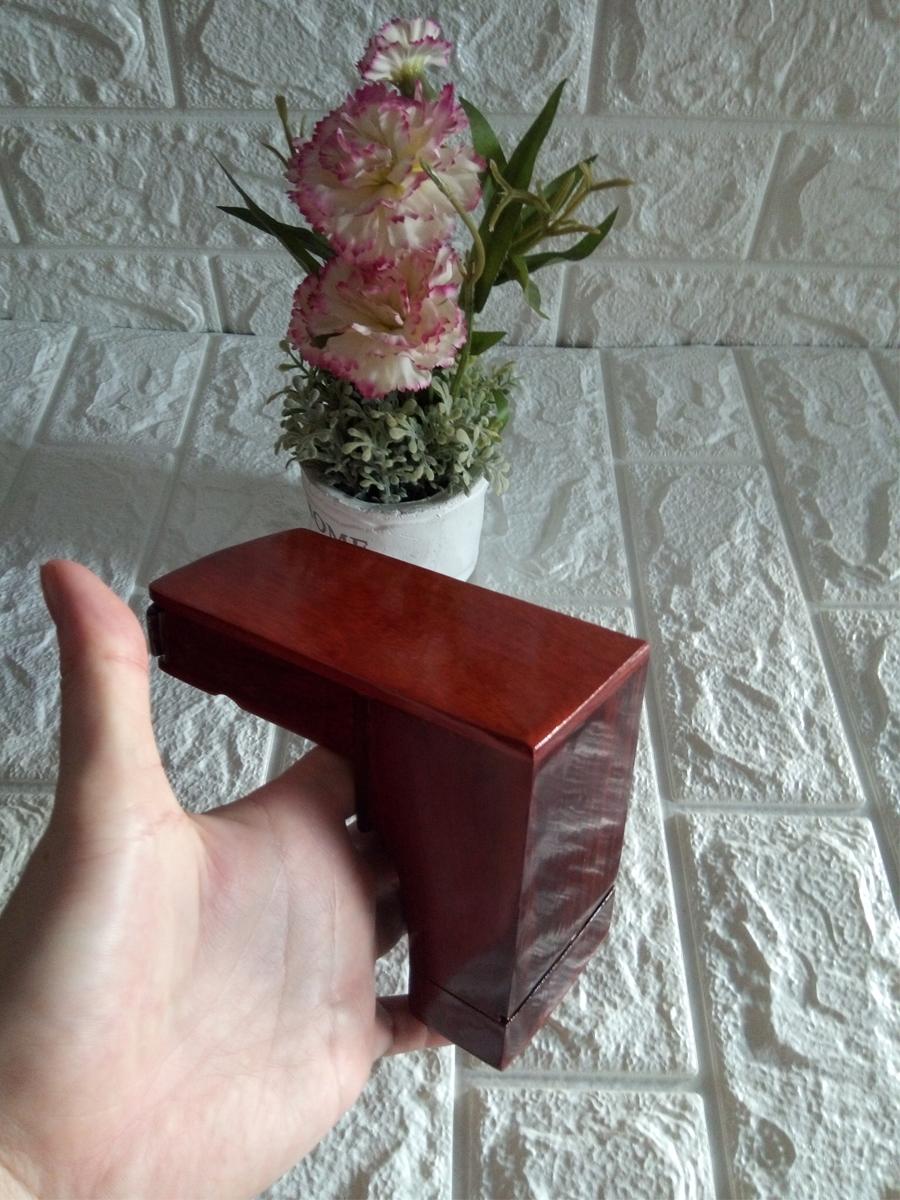 Gạt tàn có ngăn chứa bao thuốc gỗ hương đỏ kèm ống tăm CGT01