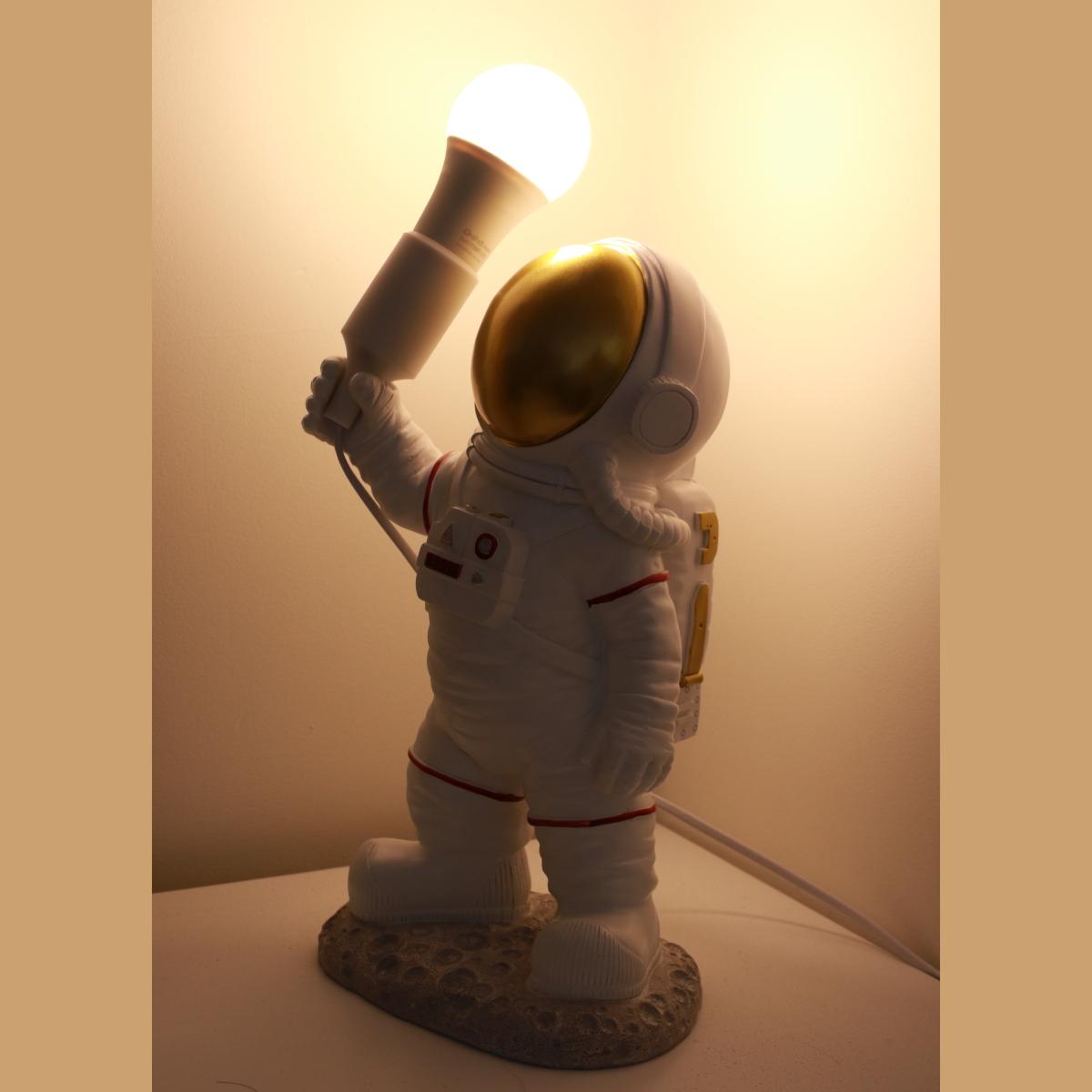 Đèn ngủ phi hành gia