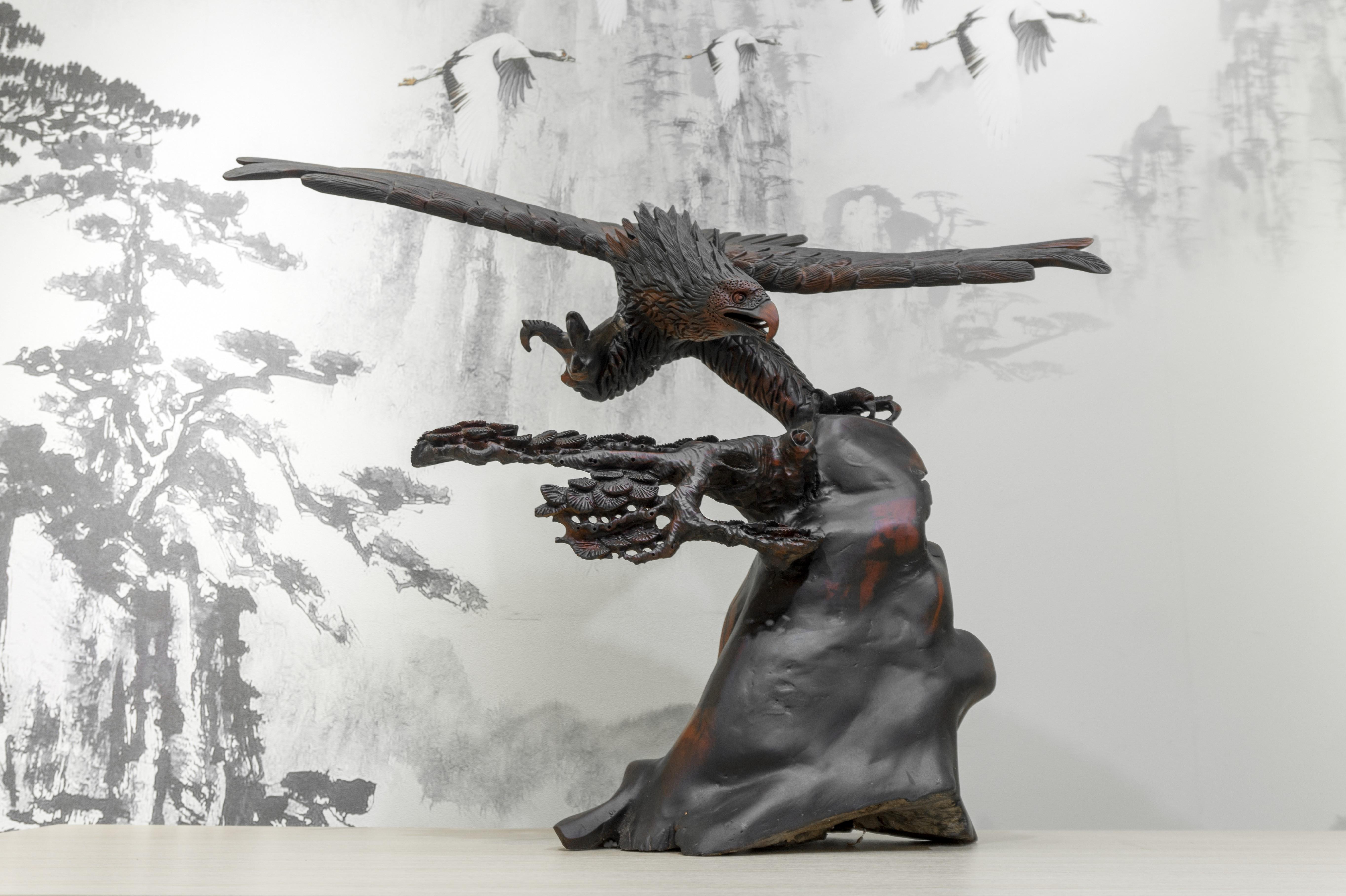 Tượng gỗ mỹ nghệ- Đại bàng giương cánh- gỗ trắc đỏ đen