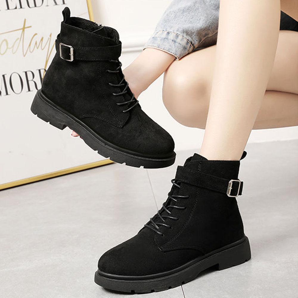 Boots Khuy Kiểu Dáng Buộc Dây Da Lộn Khoá Cạnh Kèm Tất Gấu Siêu Xinh
