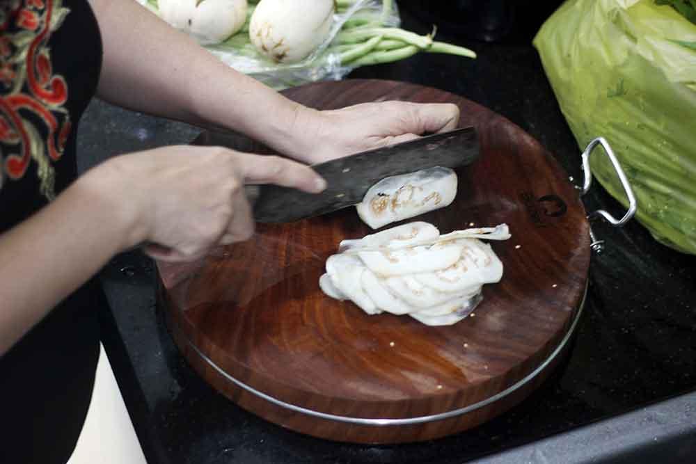 Thớt Gỗ Nghiến 45cm Buzen Cao Cấp - Không Tâm Có Đai Inox